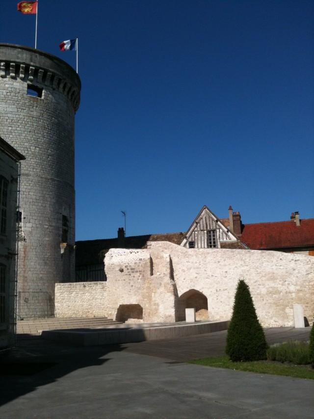 מגדל העיר ורנון בנורמנדי